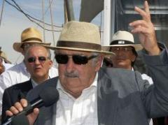 """Mujica: """"No se endeude demasiado, siempre desconfíe"""""""