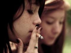 Incluyen azúcar en tabaco para crear adicción en jóvenes
