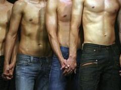 Sexo sin condón entre hombres eleva sida en Uruguay