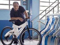 Artista uruguayo crea bicicleta ecológica con plástico reciclable
