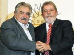 Mujica visitará a Lula