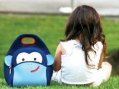Peso en mochilas escolares trae problemas de espalda a niños