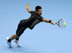 Djokovic le roba la corona a Federer en Londres