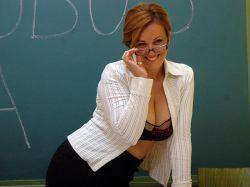 Madres hacen un calendario erótico para pagar transporte