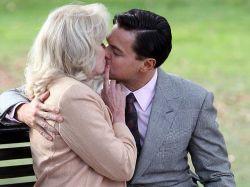 Un beso fabuloso: Lumley, 66 años y DiCaprio, 38