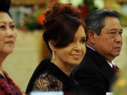 """Imagen de CFK es bautizada de """"luto hot"""" en redes sociales"""