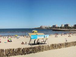 Contenedores para clasificar en playas de Montevideo