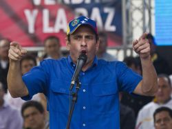 "Capriles acusa a Maduro de viajar para tapar ""ilegitimidad"""