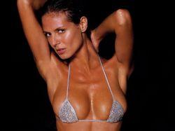La modelo Heidi Klum exhibe su cuerpo en Twitter