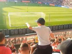 Un niño es el jefe de la barra brava del PSV Eindhoven