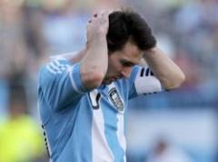A Messi le cantaban el himno en la concentración