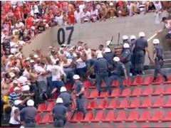 """Enfrentamiento entre """"torcida"""" de San Pablo y policía"""
