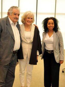 "Glenn Close: Mujica ""es un gran e inspirador líder"". Embajada de EEUU en Uruguay"