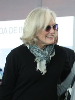 Glenn Close en el Aeropuerto de Carrasco. Claudio Guido