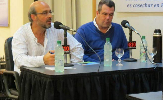(izquierda) Ing. agr. Enrique Fern�ndez, director regional de INIA - La Estanzuela.(derecha) Andr� Mond�n, productor lechero en el departamento de Colonia.