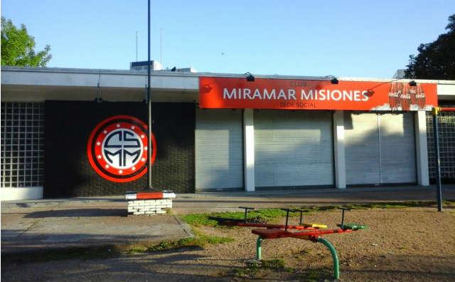 En la esquina de Ramón Anador y Navarra se inauguró la nueva sede social del Club Miramar Misiones