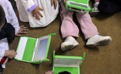"""Niños uruguayos """"revolucionan"""" sistemas de riego con robots"""