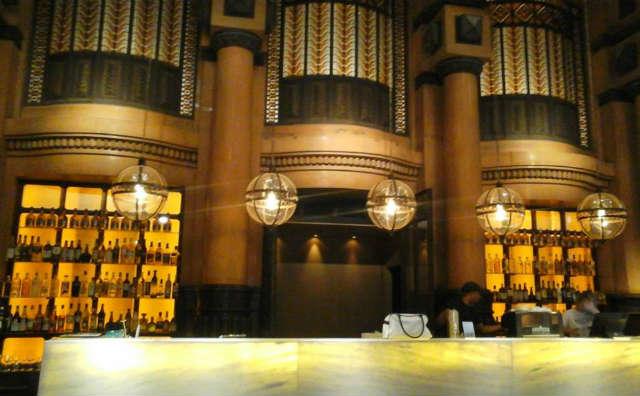 Hoy de noche se inaugura en el hall de acceso del viejo edificio, el restaurante Jockey Club