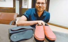 Calzado indio con GPS sale a conquistar el mercado