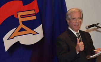 Tabaré Vázquez promoverá relevo generacional en Frente Amplio