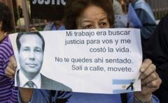 """""""La muerte de Nisman agrega m谩s confusi贸n al caso de la AMIA"""""""