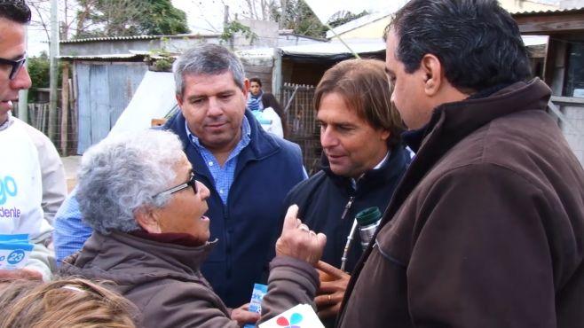 Lacalle repartió listas junto a Rodrigo Blás en cierre de campaña