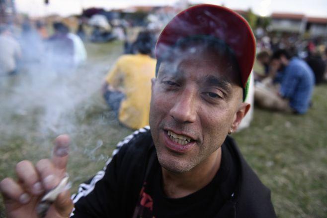Concentración para resolver la venta legal de marihuana en las farmacias. Nicolas Rodriguez/adhocfotos