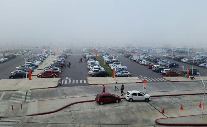 Así amaneció hoy domingo el aeropuerto de Carrasco. Ecom