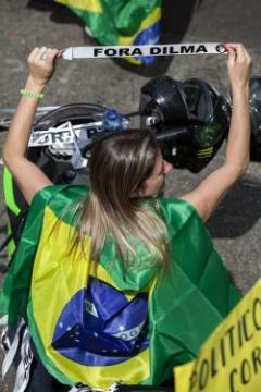 El dólar en Brasil superó los 4 reales y llegó a un máximo histórico en valores nominales