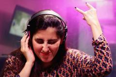 Laura-Up: Subí el volumen que me voy al paraíso