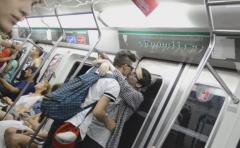Así reaccionan en Argentina al ver dos hombres besándose