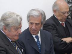 Vázquez cita a expresidentes para tratar posible hallazgo de crudo