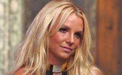 Britney Spears luce irreconocible en revista V