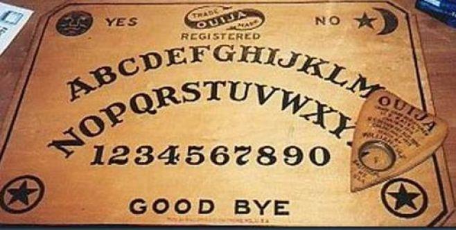 El tablero Ouija y el juego de la copa. ¿Qué hay de cierto?