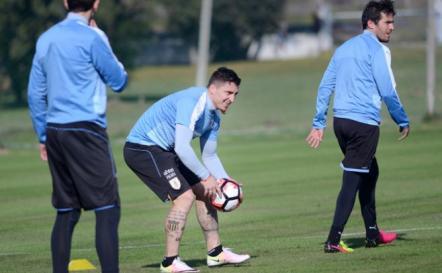 Uruguay retoma prácticas pendiente de Luis Suárez
