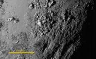 Presentan la vista más detallada de la superficie de Plutón