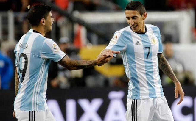 Di María y Banega hacen que Argentina no extrañe a Messi