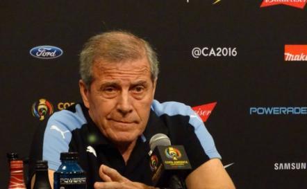 Tabárez le quitó importancia a la falta de gol de Cavani