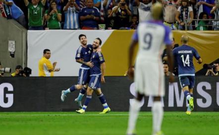 Messi e Higuaín dejan a Argentina en la final