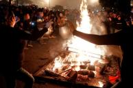 Hogueras de San Juan toman Montevideo en pleno invierno
