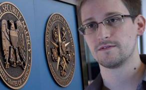Snowden trabaja en un iPhone para que no pueda ser espiado
