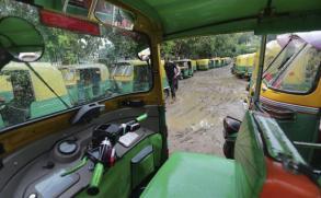 Los taxistas de la India, en huelga contra Uber