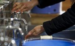 Nueva máquina transforma la orina en agua potable