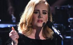 El percance que sufrió Adele con su tarjeta de crédito