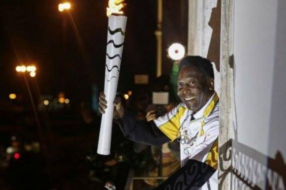 Pelé no encenderá la Antorcha Olímpica