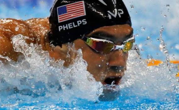 Phelps hace historia y rompe récord milenario