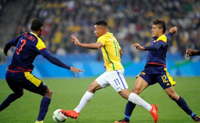La prensa conmemora la victoria de Brasil en fútbol