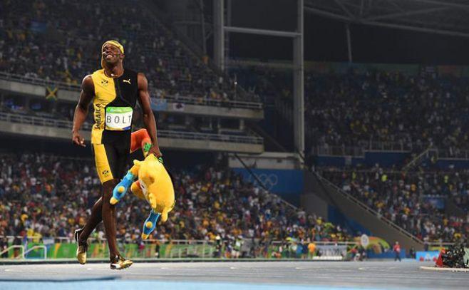 Bolt agranda su leyenda con su tercer oro en 100 metros. EFE
