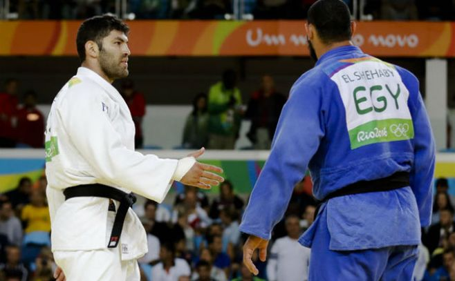 Judoca egipcio descalificado por un gesto antideportivo