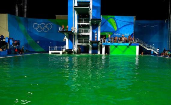 Resuelven el misterio de la piscina que se tiñó de verde